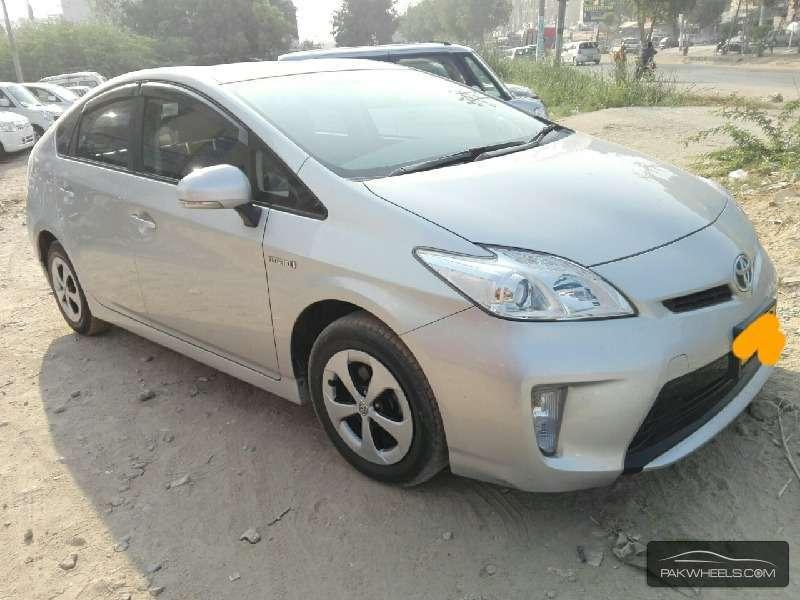 Toyota Prius L 1.8 2012 Image-2