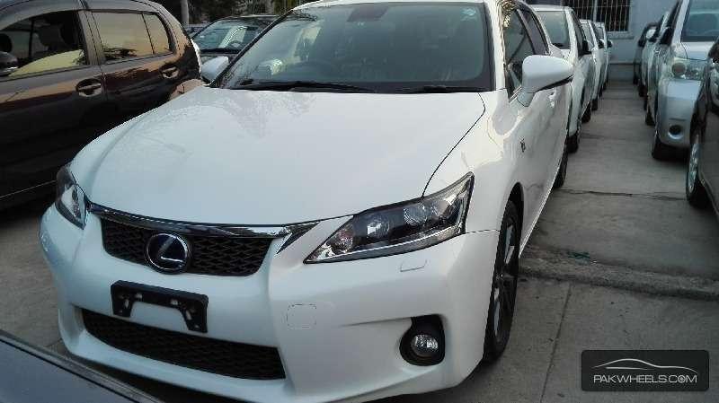 Lexus CT200h F Sport 2012 Image-1