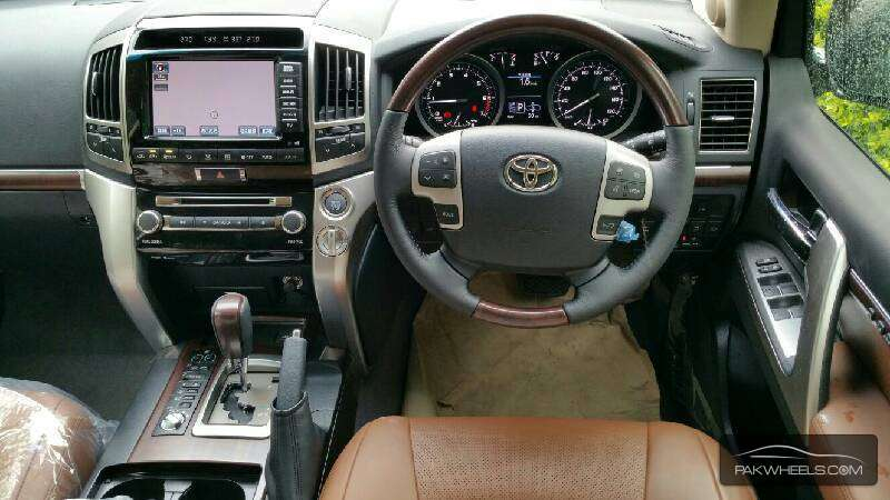 Toyota Land Cruiser ZX 2015 Image-2