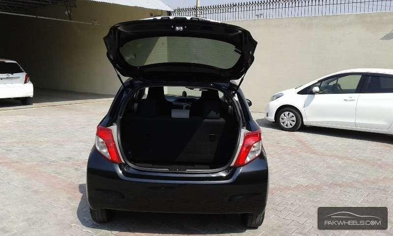 Toyota Vitz F 1.0 2012 Image-6