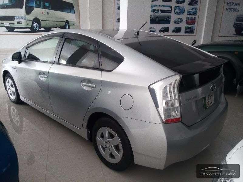 Toyota Prius 2011 Image-5