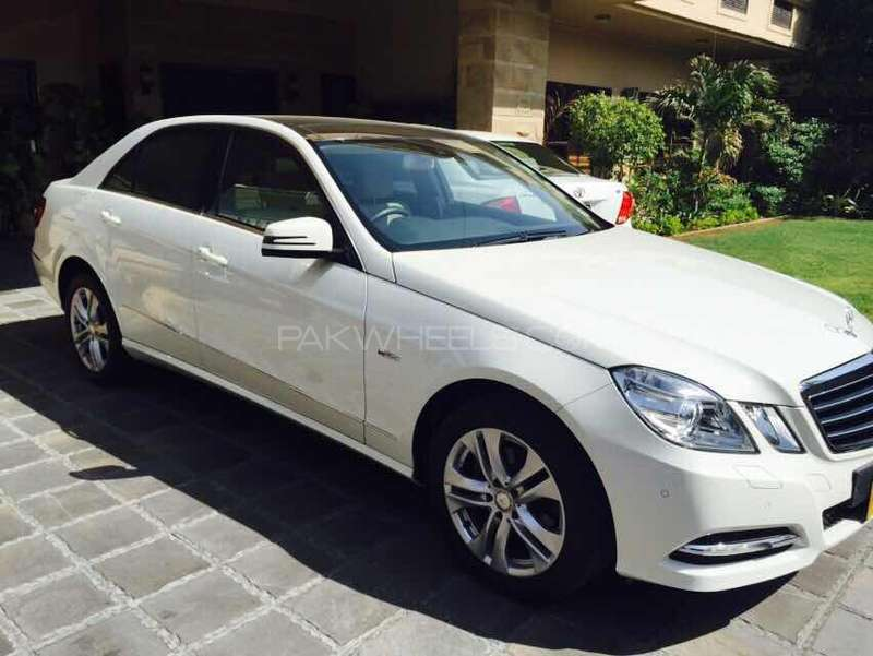 mercedes benz e class e200 2011 for sale in karachi pakwheels. Black Bedroom Furniture Sets. Home Design Ideas