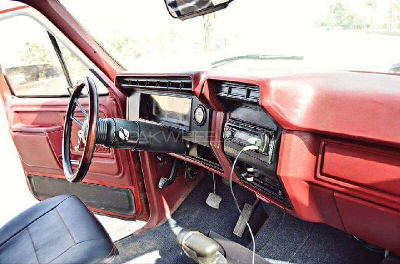 Ford Bronco 1983 Image-6
