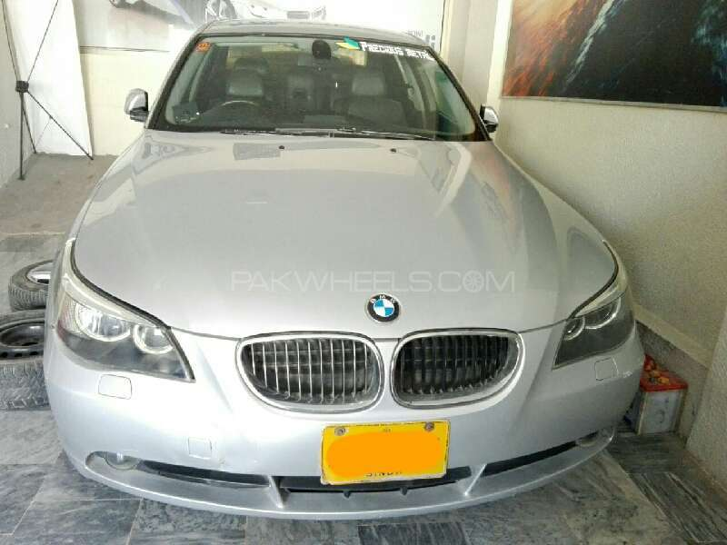 BMW 5 Series 2004 Image-1