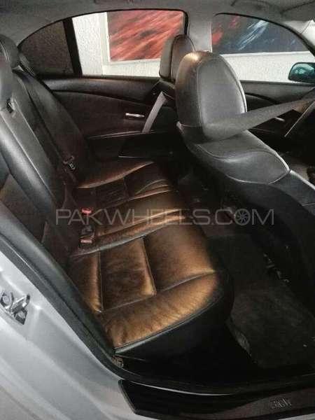 BMW 5 Series 2004 Image-4