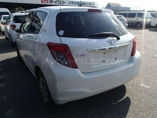Toyota Vitz F 1.0 2012 Image-4
