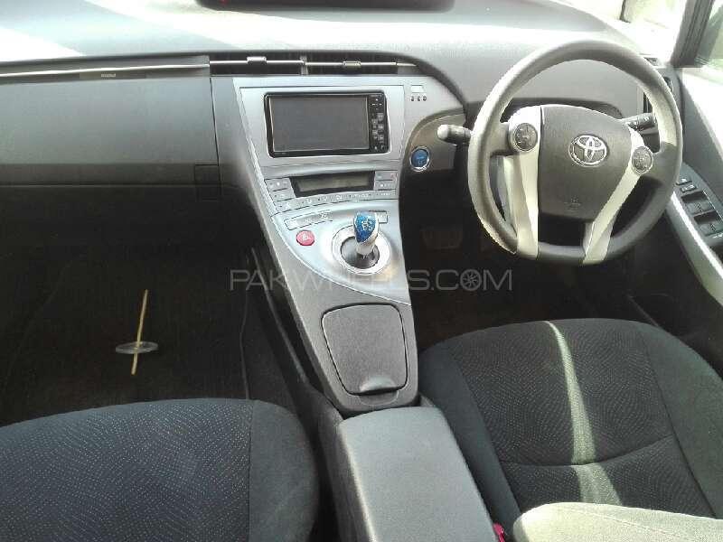 Toyota Prius 2012 Image-5