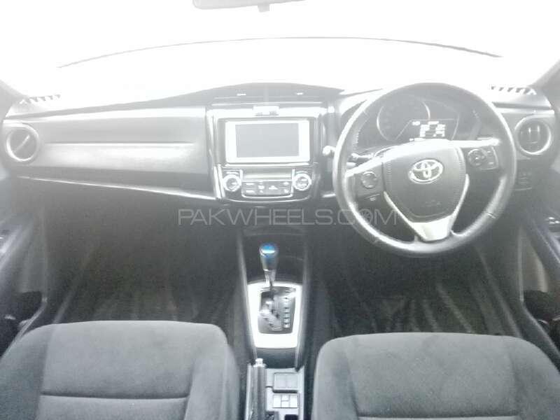 Toyota Corolla Axio Hybrid 1.5 2013 Image-7