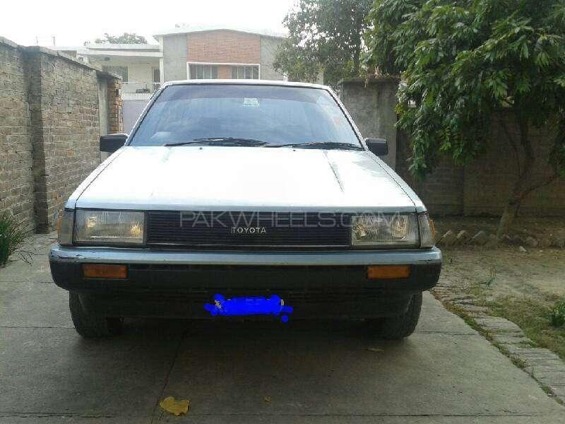 Toyota Corolla DX Saloon 1983 Image-3