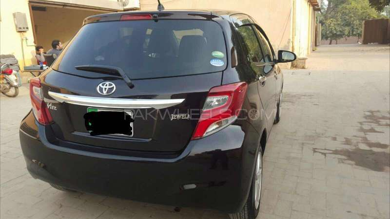 Toyota Vitz Jewela 1.0 2014 Image-7