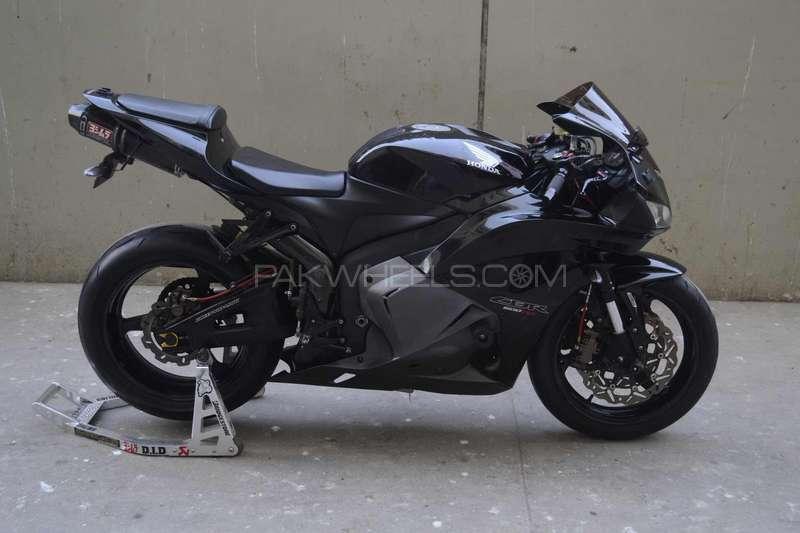 used honda cbr 600rr 2010 bike for sale in karachi 151962 pakwheels. Black Bedroom Furniture Sets. Home Design Ideas