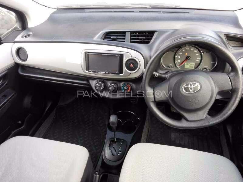 Toyota Vitz F 1.0 2012 Image-5