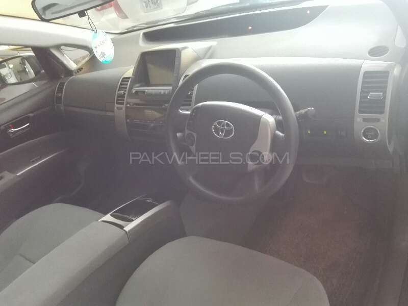 Toyota Prius 2011 Image-4