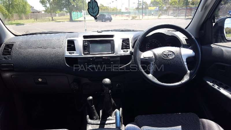 Toyota Hilux 4x4 Double Cab Standard 2013 Image-9