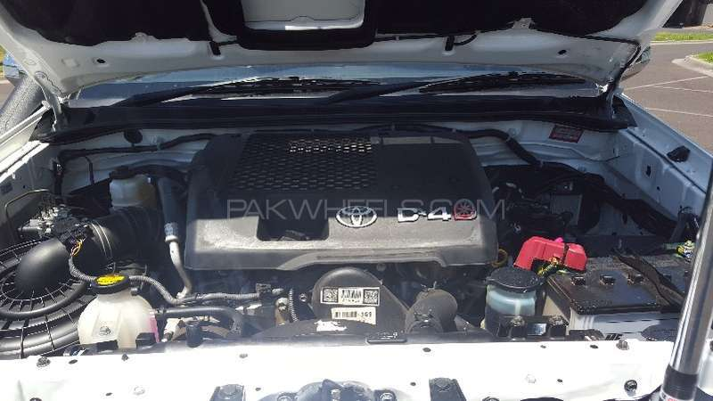 Toyota Hilux 4x4 Double Cab Standard 2013 Image-11