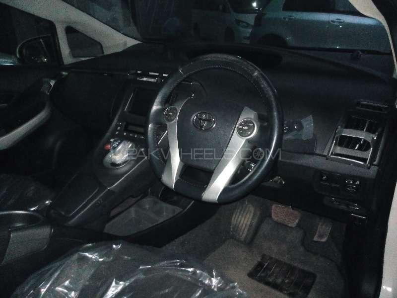 Toyota Prius G 1.8 2012 Image-5