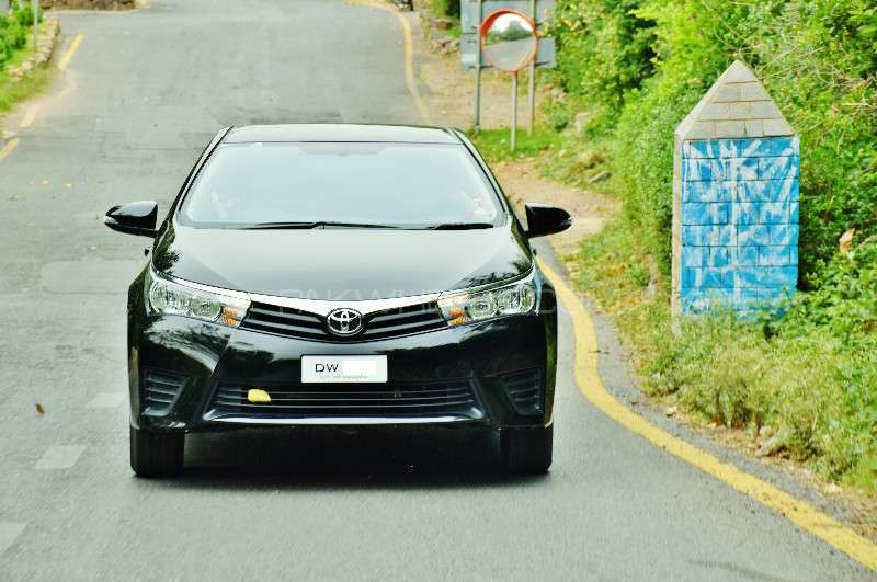 Toyota Corolla - 2015 Corolla Image-1