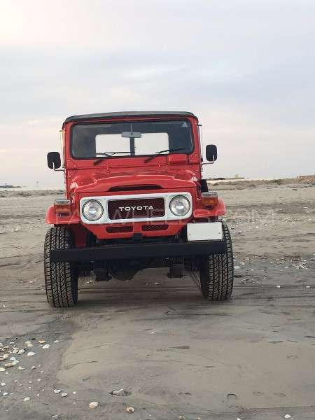 Toyota Land Cruiser - 1984 The Big Red Image-1