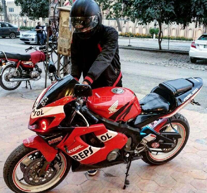 Honda CBR 400 - 1996  Image-1