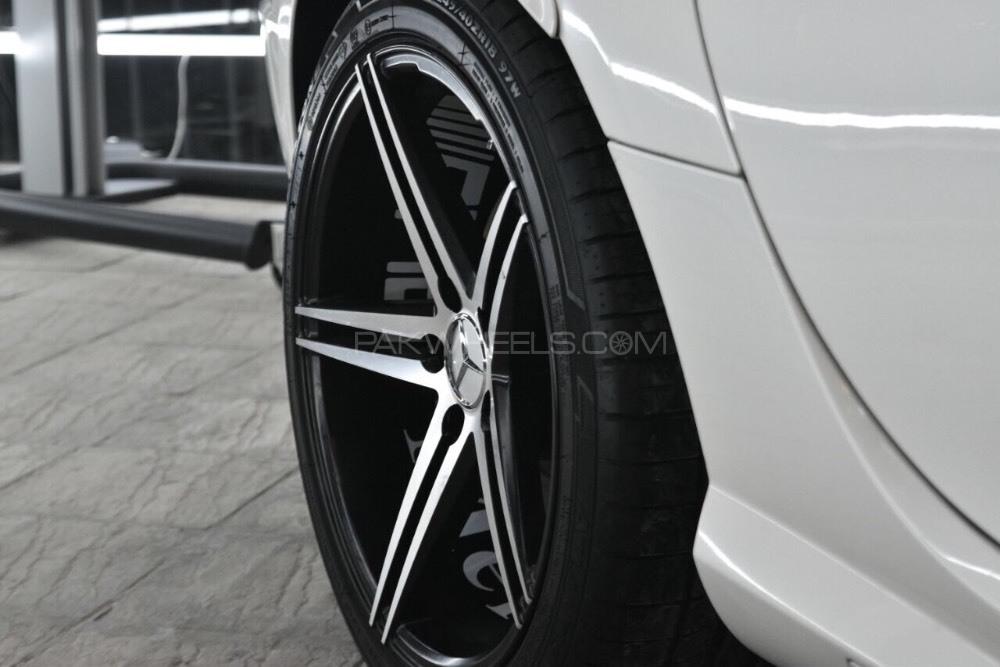 Mercedes Benz SLK Class - 2012  Image-1