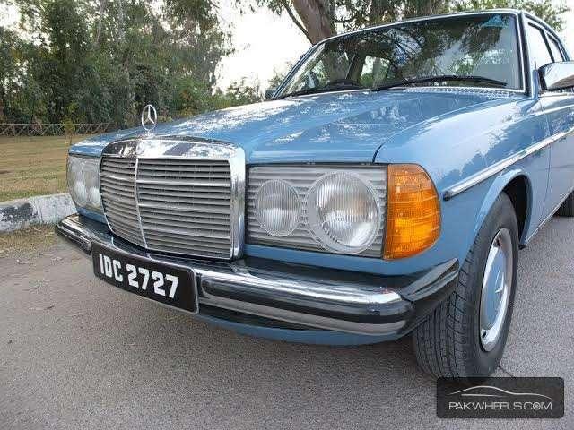 Mercedes Benz 200 T - 1979 W 123 Image-1