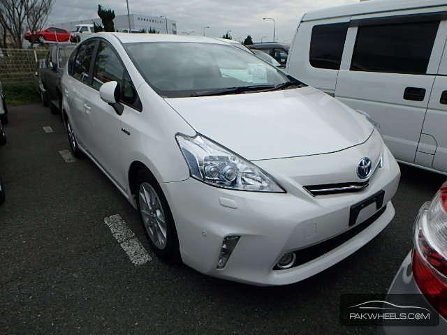 Toyota Prius Alpha - 2011 Alpha Image-1