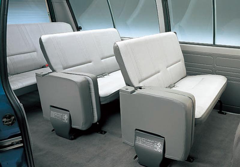 مٹسوبشی L300  Interior Cabin
