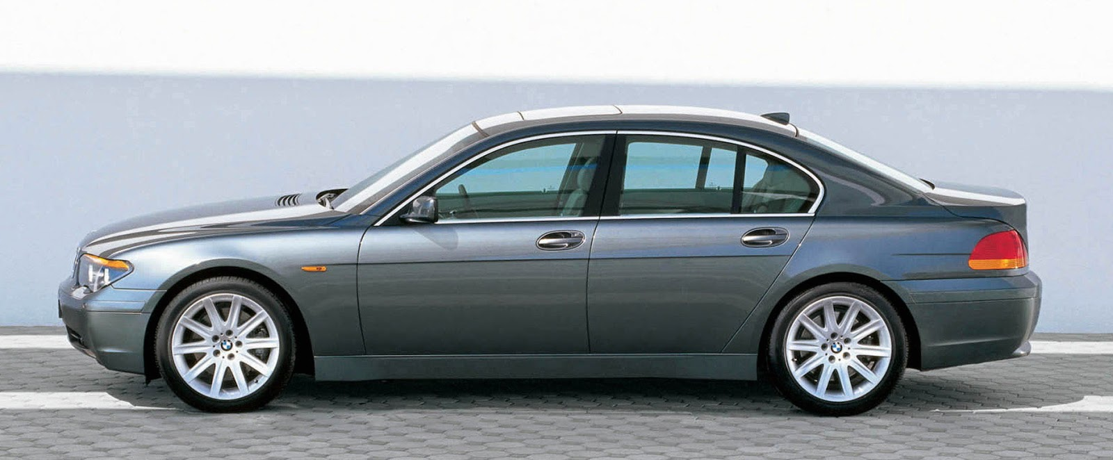BMW 7 Series 2009 Exterior Side View