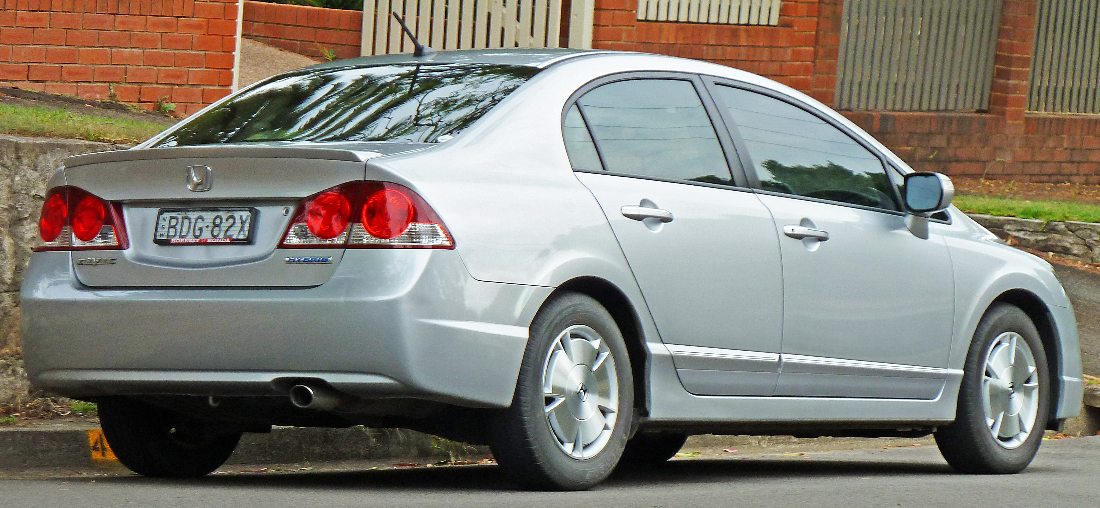 2006-2008_honda_civic_hybrid_sedan_(2011-03-10)_02