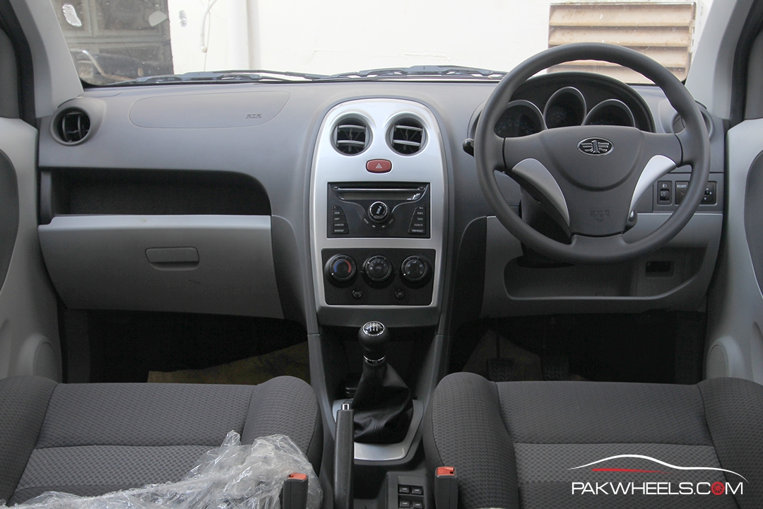 FAW V2 2018 Interior Dashboard