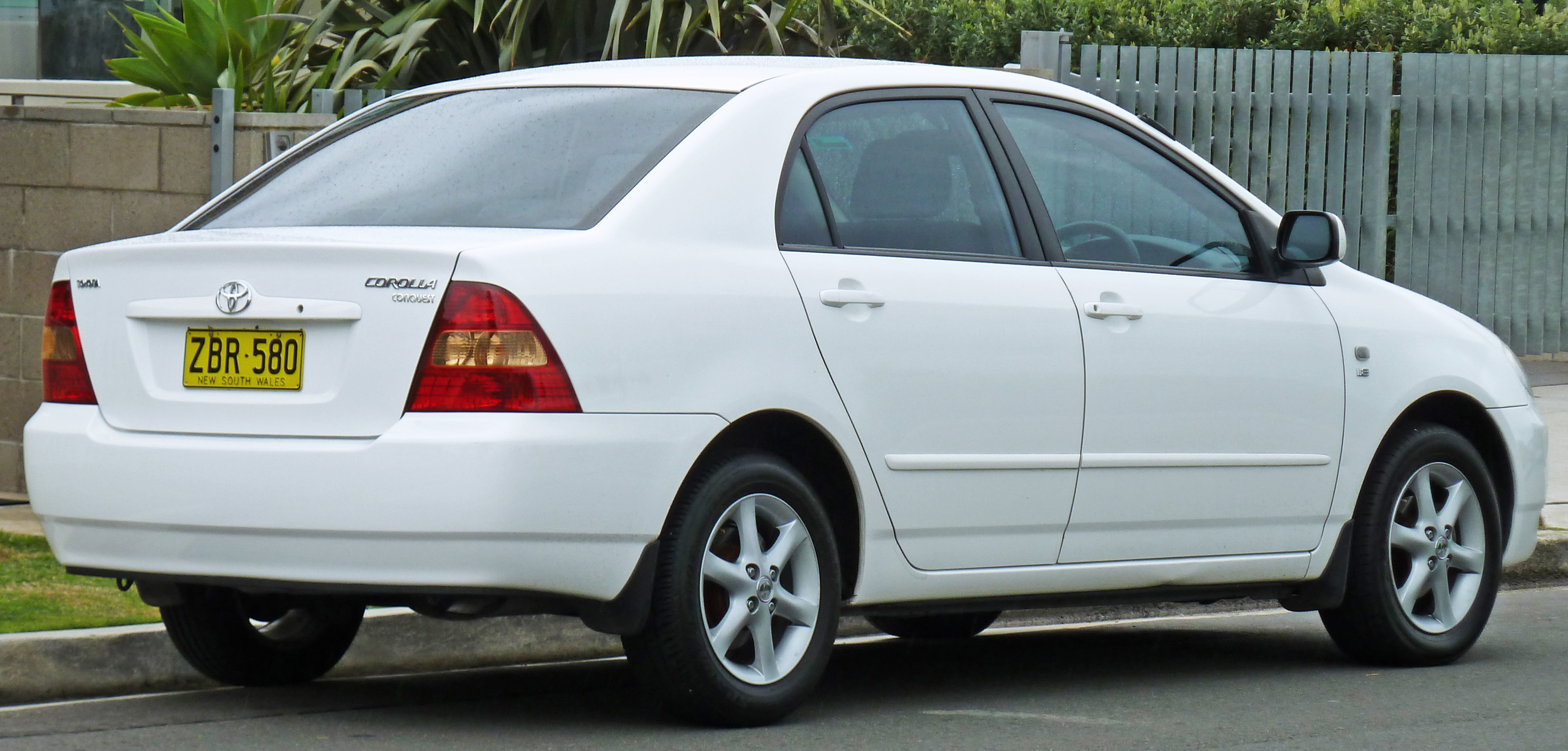 Toyota corolla 2000 exterior rear side view
