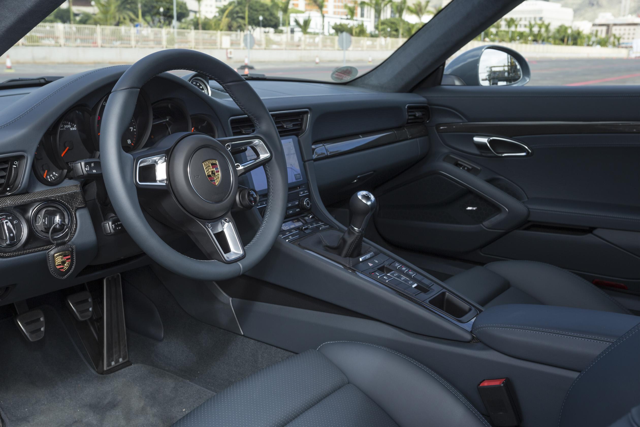 Porsche 911 2018 Interior